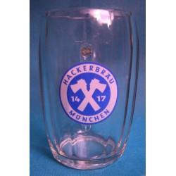 Chope a bière en verre...