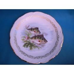 Une assiette a poissons en...